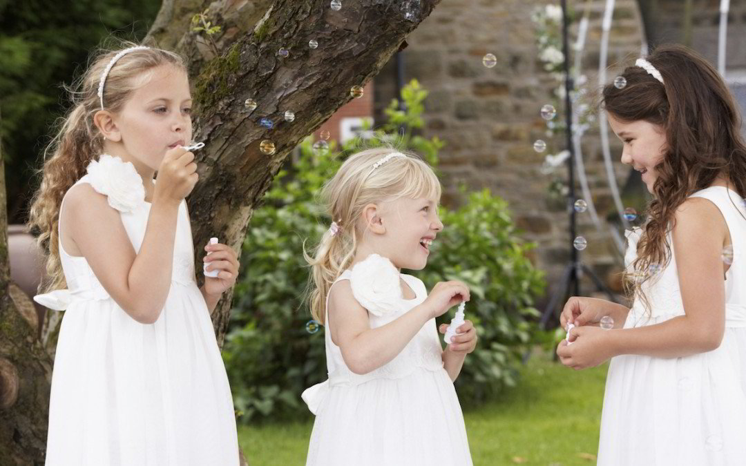 wedding, children, entertain children at your wedding, essex, london, little party monkeys