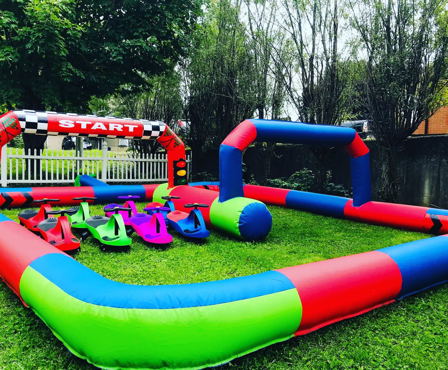 15' x 20' Inflatable Race Track and Wiggle Cars