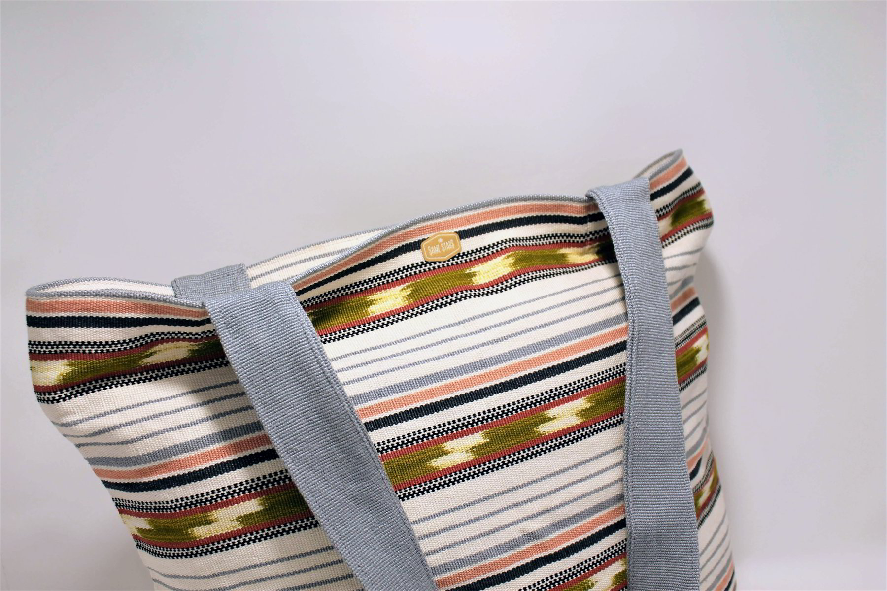 Zippered Tote / Motague White