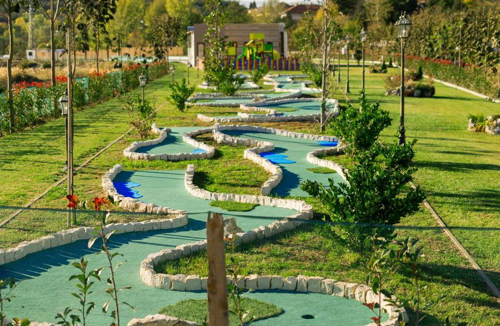 Small adventure miniature golf plans and layouts