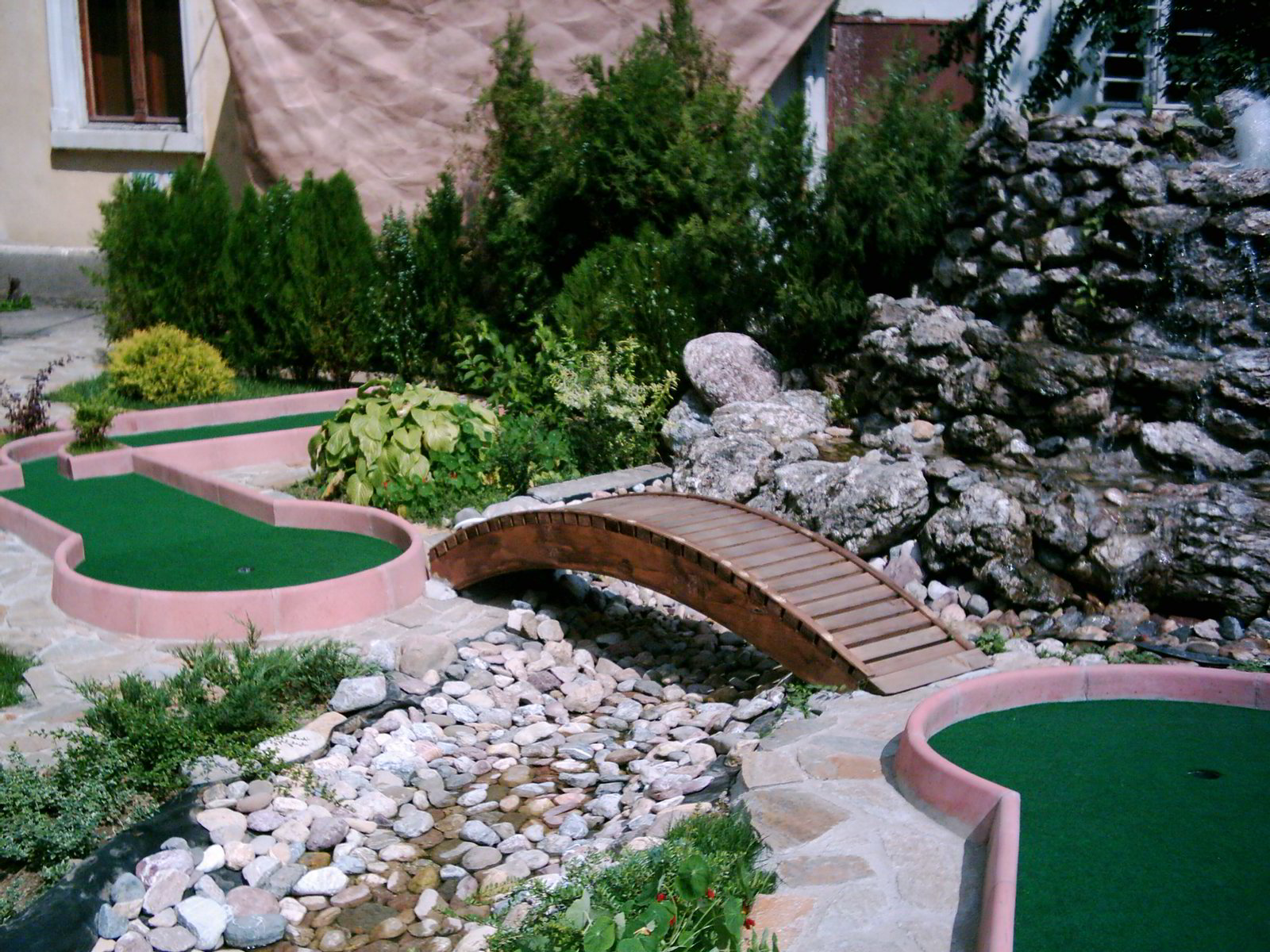 build miniature golf course