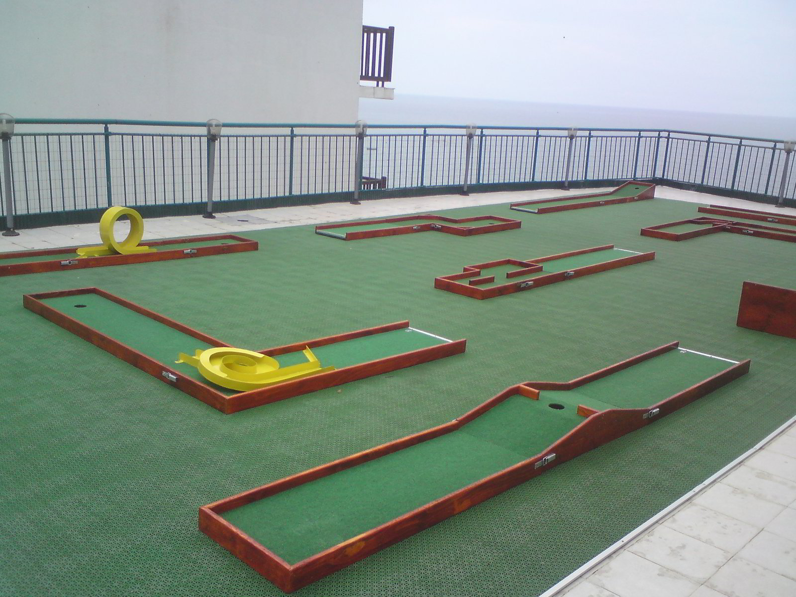 Portable miniature golf plans and layouts